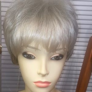lux hair Cropped Pixie style  cl silver grey NWT